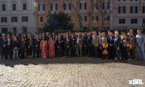 Una foto di gruppo dei partecipanti